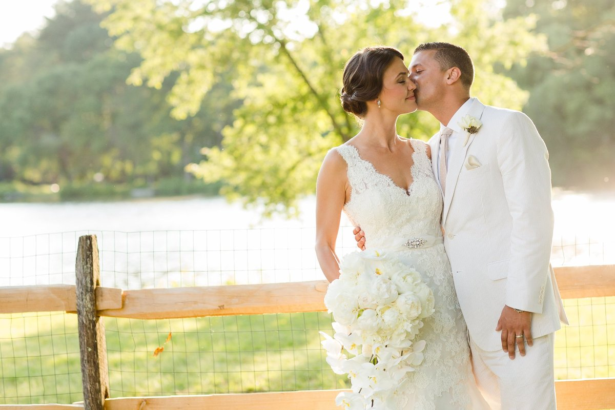 connecticut-waterfront-tent-wedding-jessica-haley-photo_0019