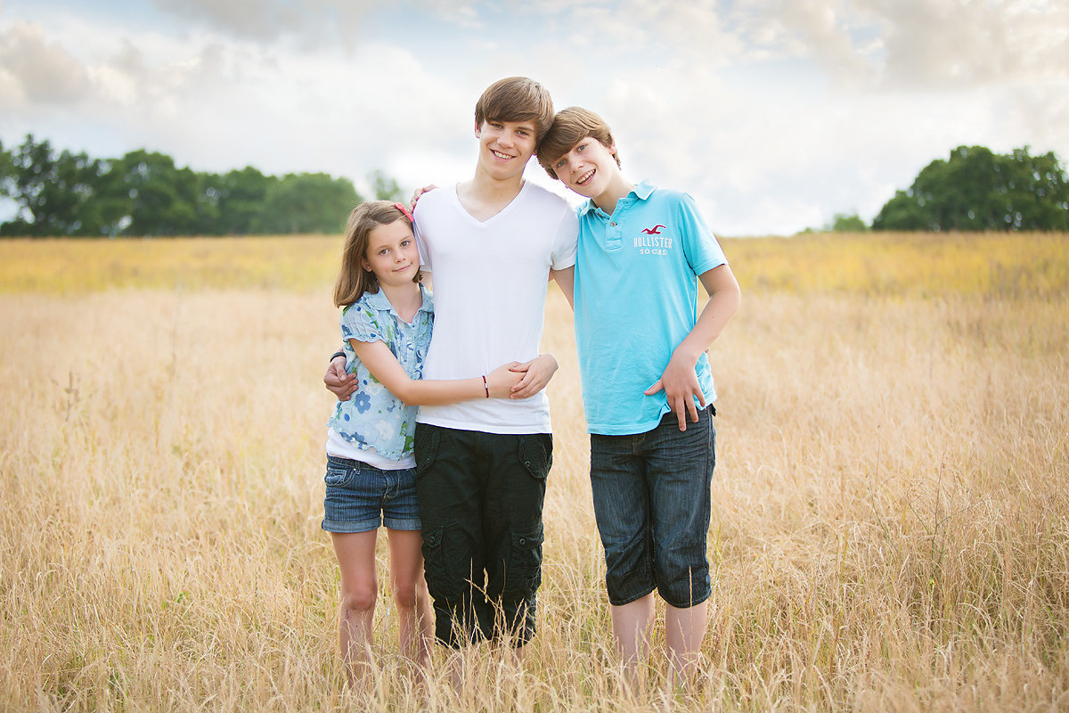 siblings in corn field