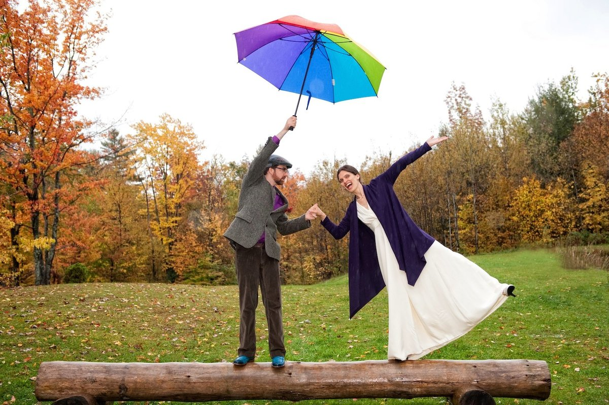 relaxed and fun wedding photos in the rain at Sleepy Hollow Inn