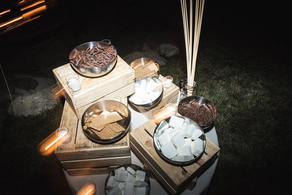 Granby-colorado-strawberry-creek-ranch-hipster-mountain-wedding-smores-for-bonfire