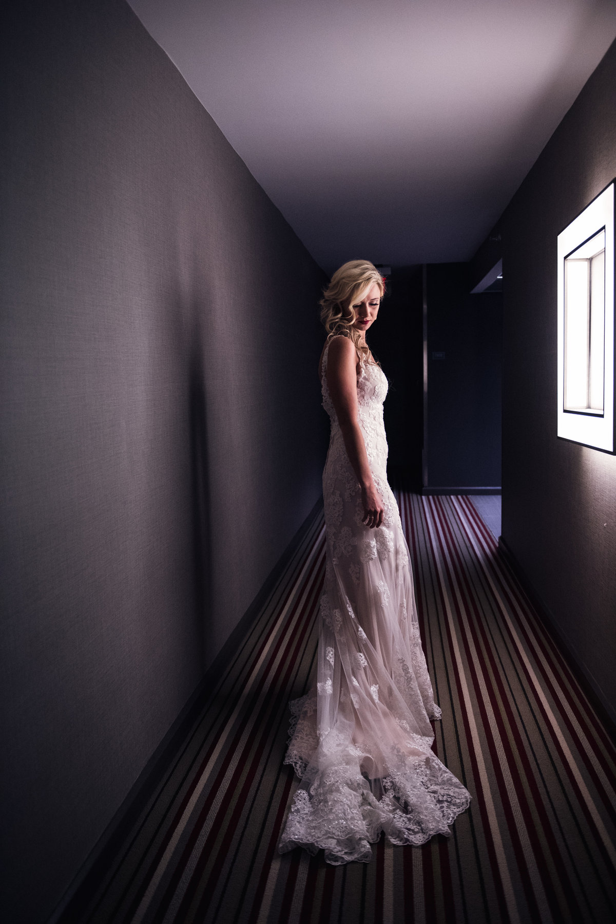 Vinson-Images-Fayetteville-Arkansas-NWA-Wedding-Photographer-hotel-hall