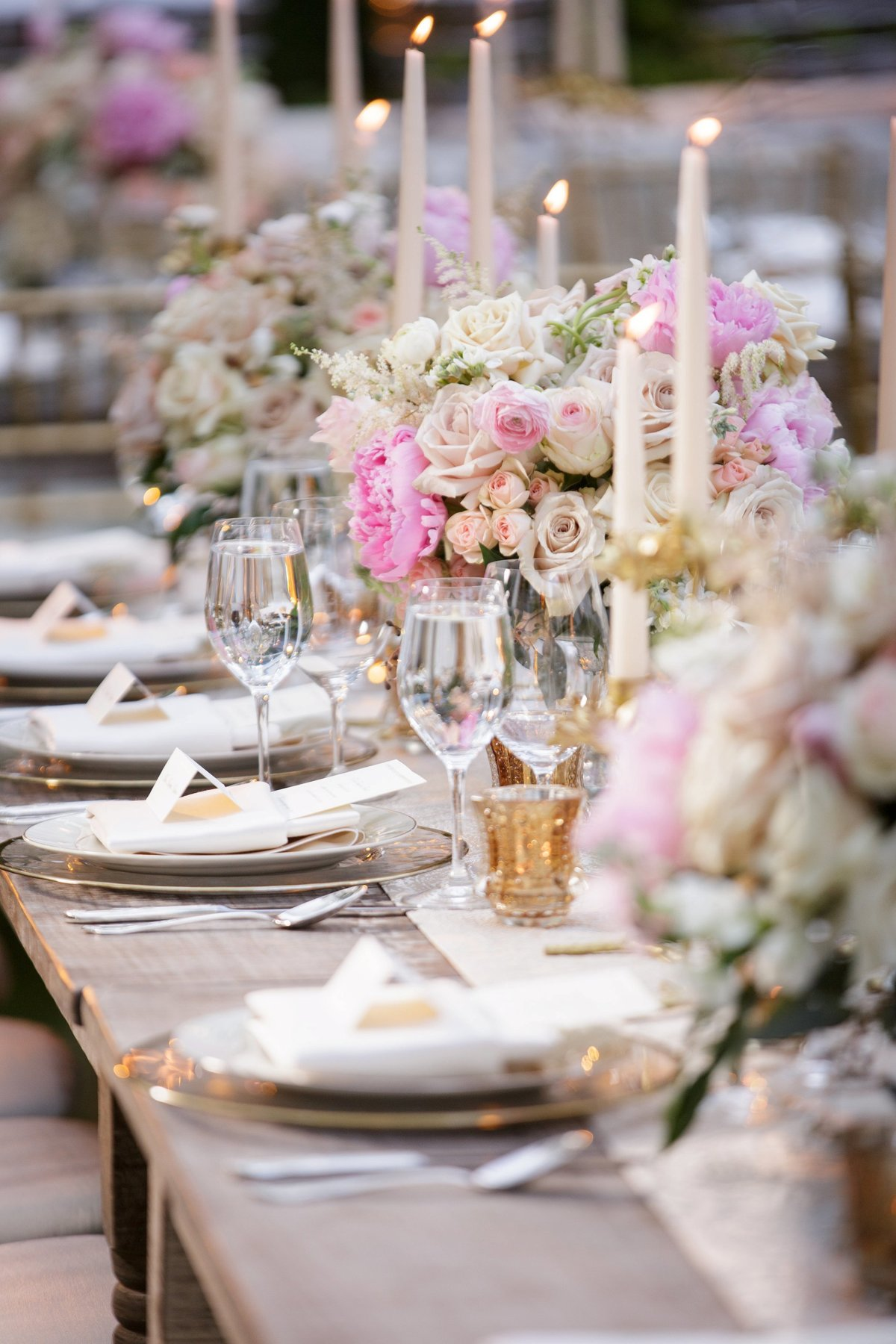 candlelit-wedding-reception-with-pink-flowers