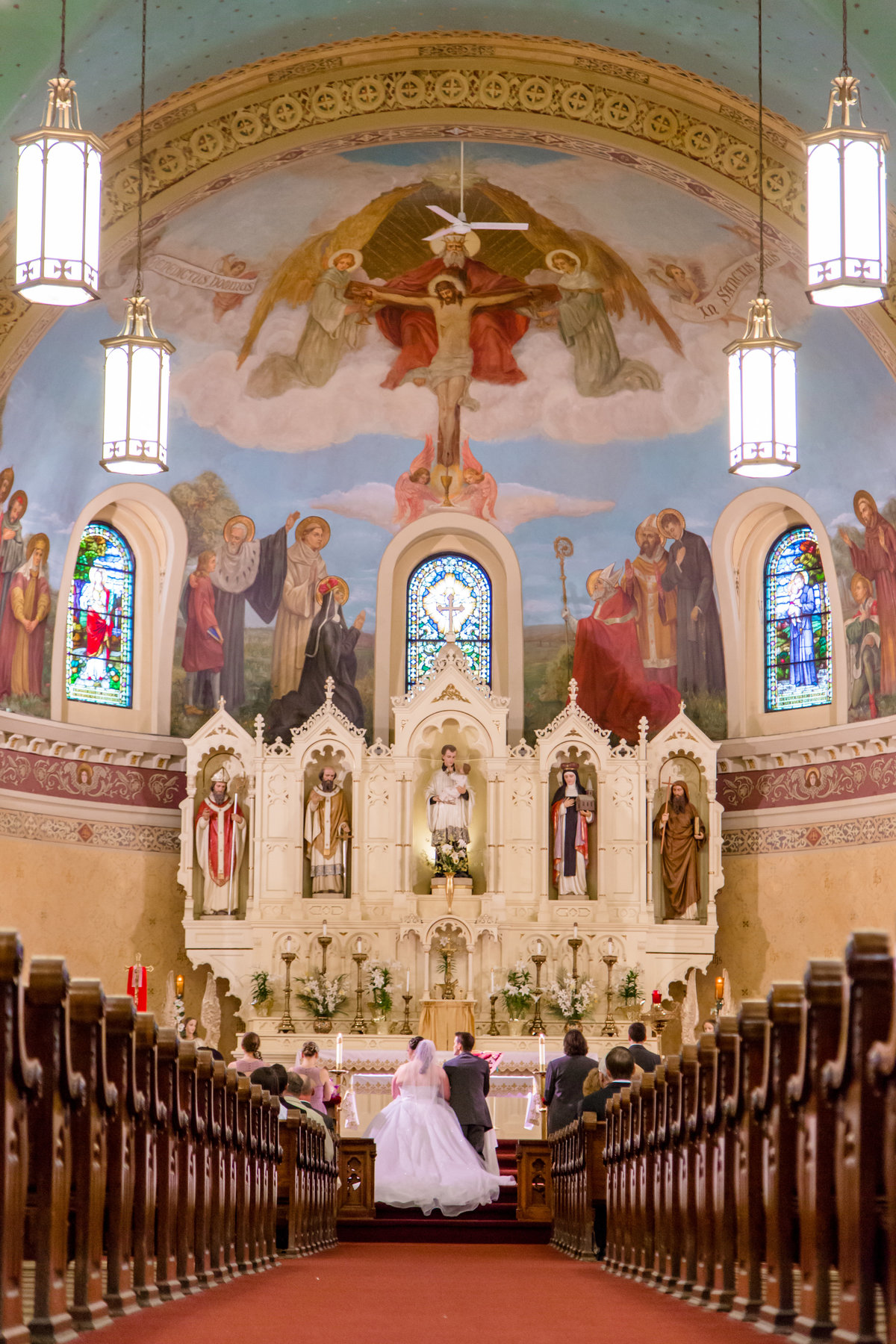 31 wedding photography large catholic church 2