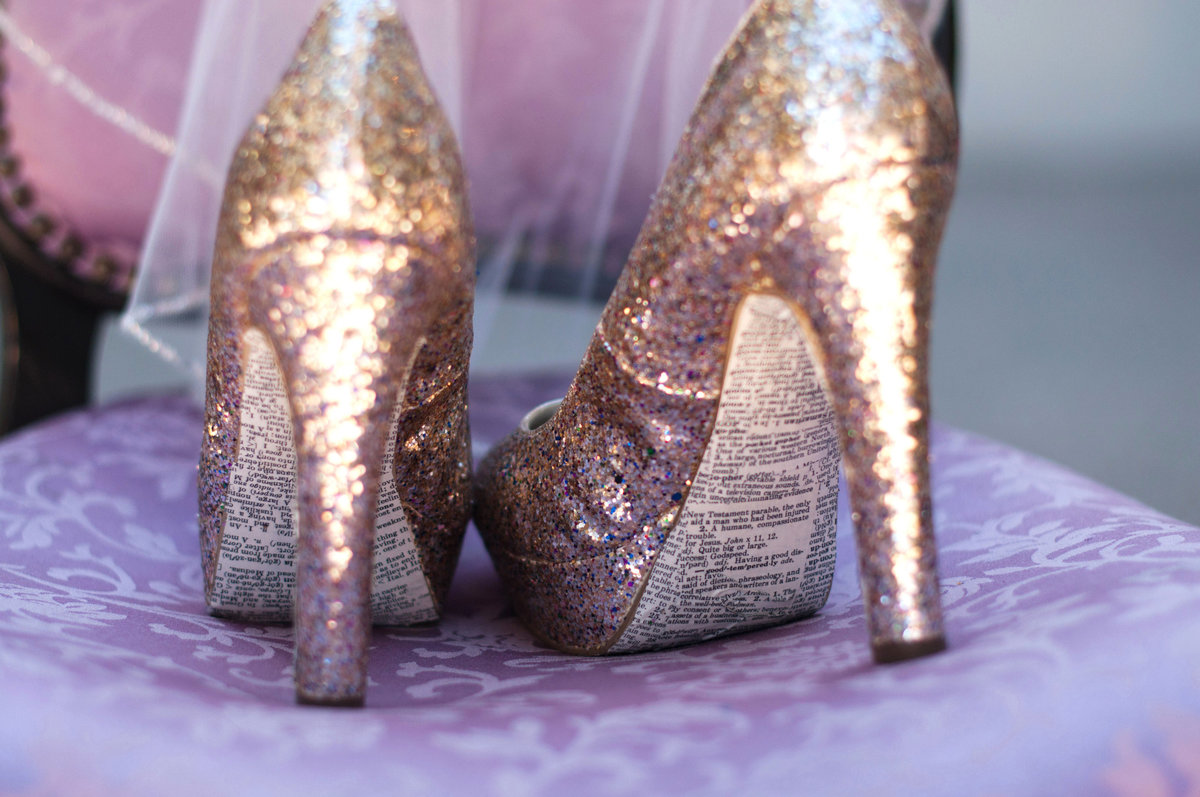 gorgeous bridal shoes, bridal shoes, venice beach wedding photographer