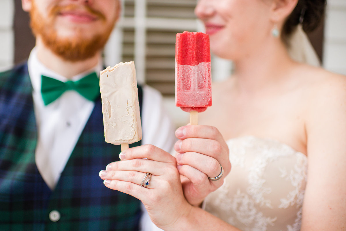 fun wedding popsicles by eliza morrill photography