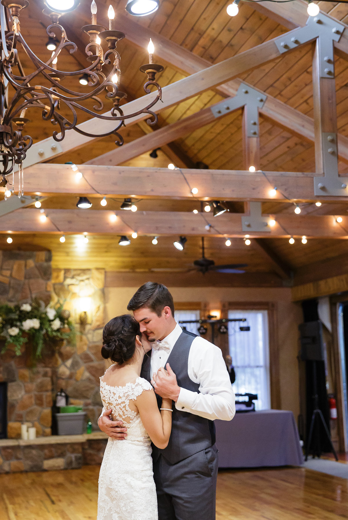 first-dance-bride-and-groom