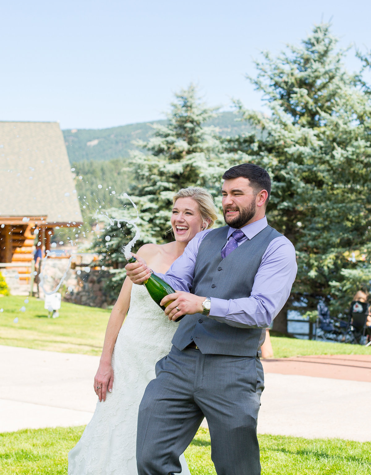 bride-groom-pop-champagne-colorado-wedding