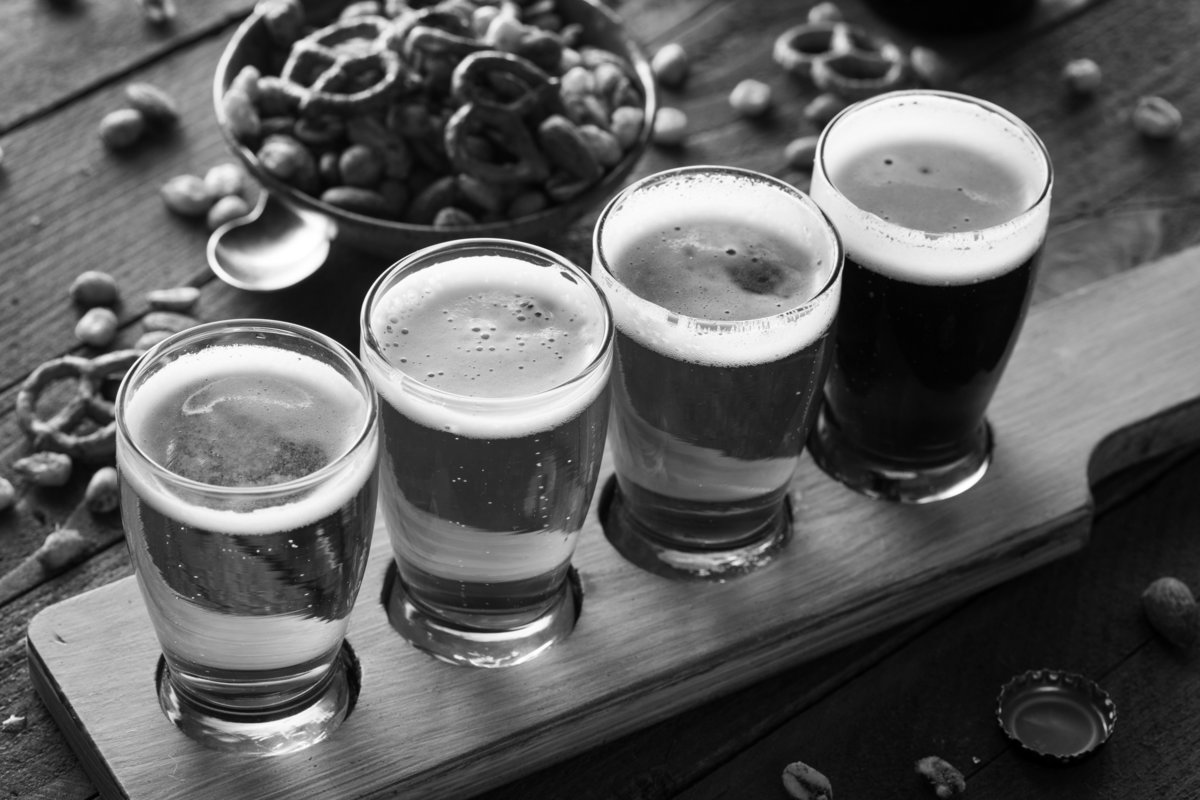 beer flight w pretzels BW