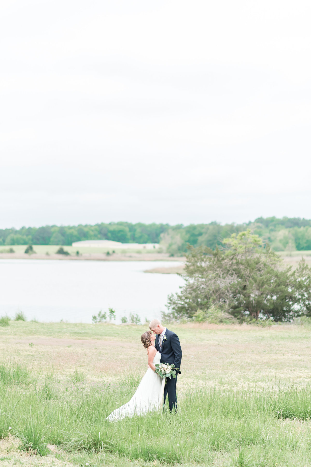 intimate-hampton-roads-virginia-backyard-pastel-wedding-by-norfolk-photographer-photo411