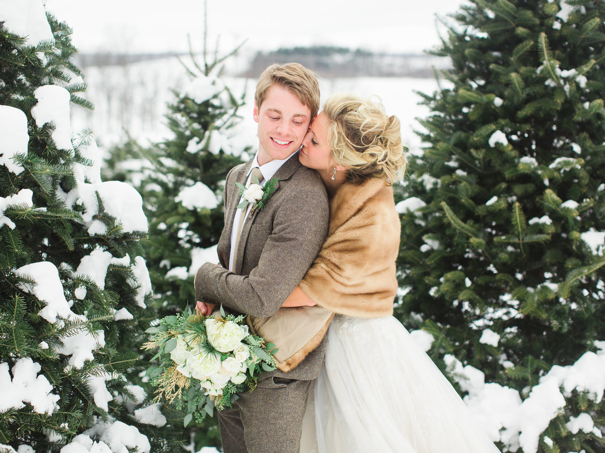 SnowyWedding-LaurenFairPhotography-MS01-12