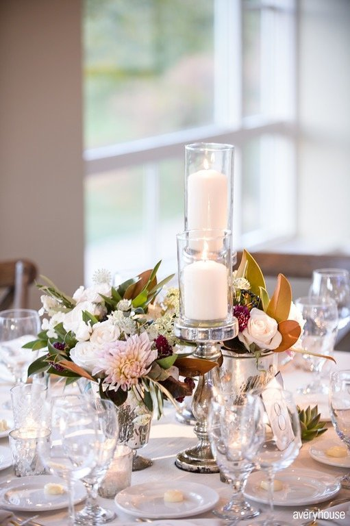 stemmed_candleholders_hinsdale_golf_club_fall_wedding_chicago_wedding_florist_life_in_bloom