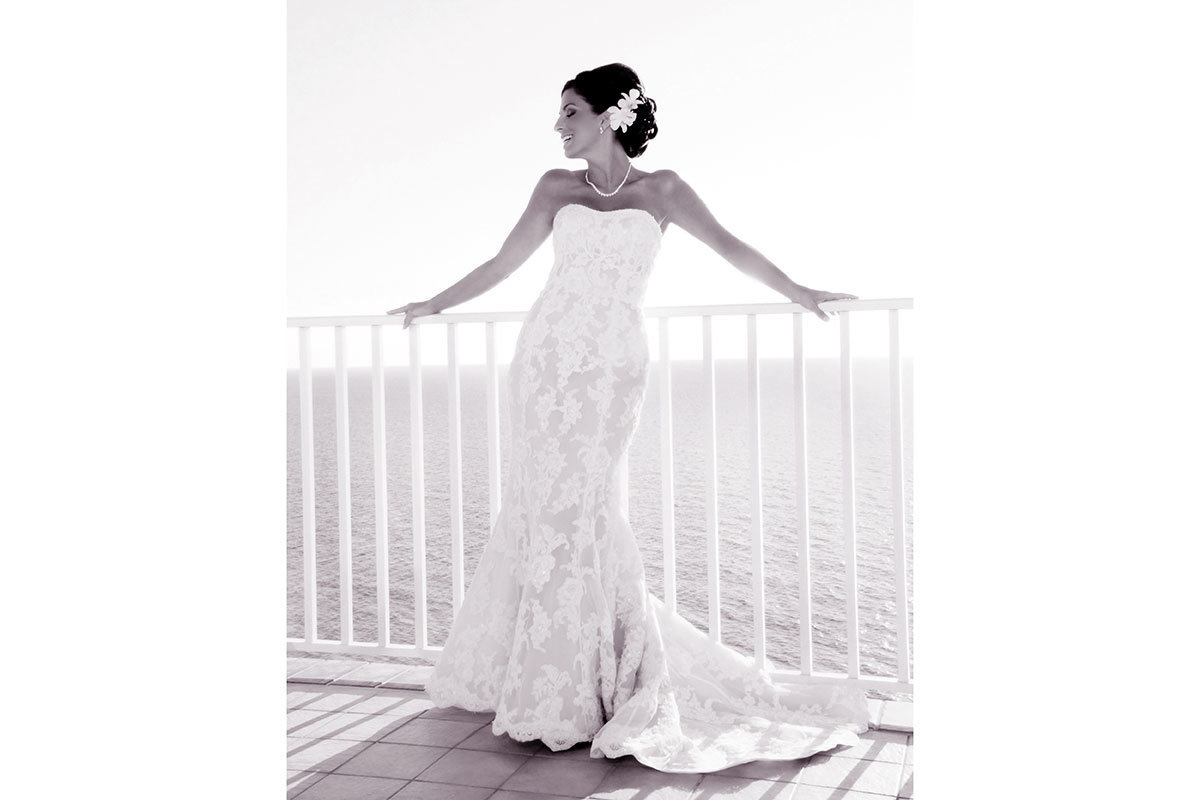 laplaya naples wedding bride on balcony