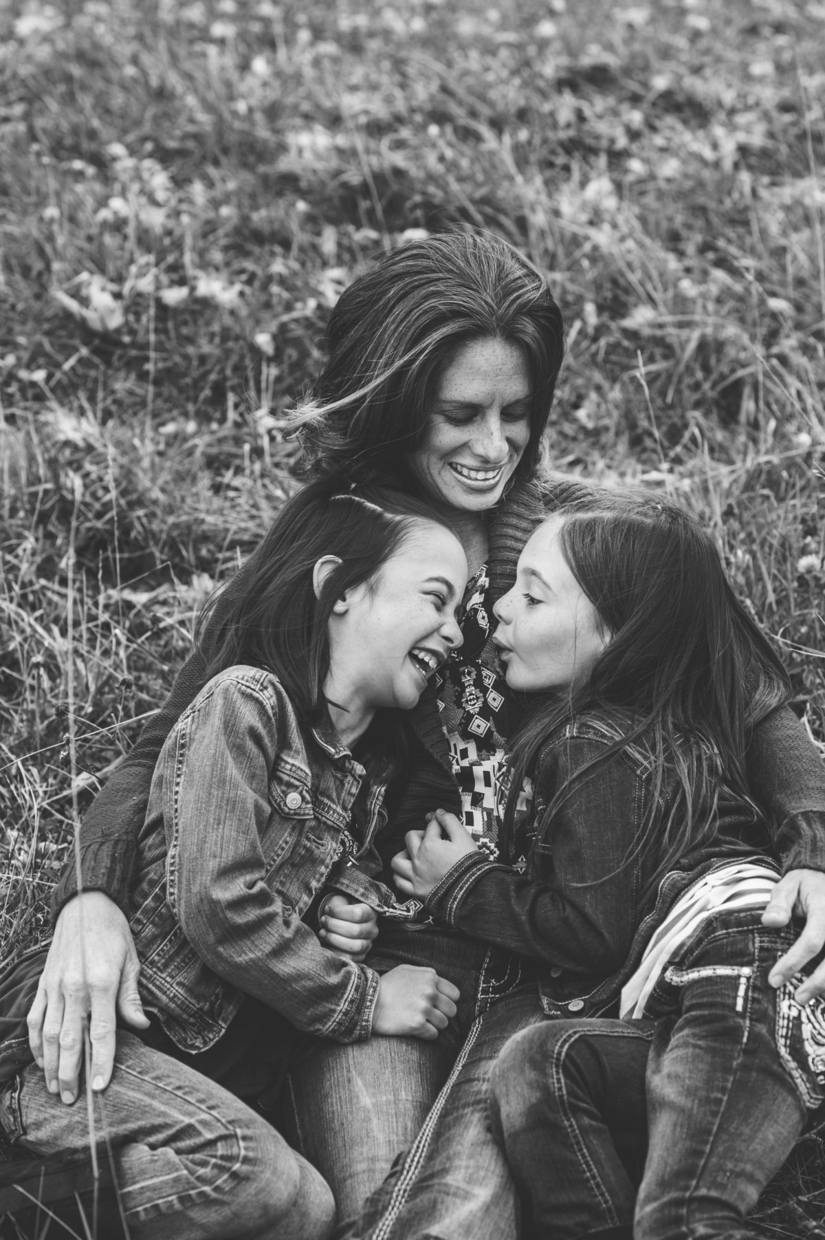 Mamma laugh with girls