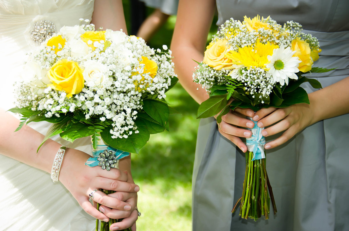 bride-maid-of-honor-flowers