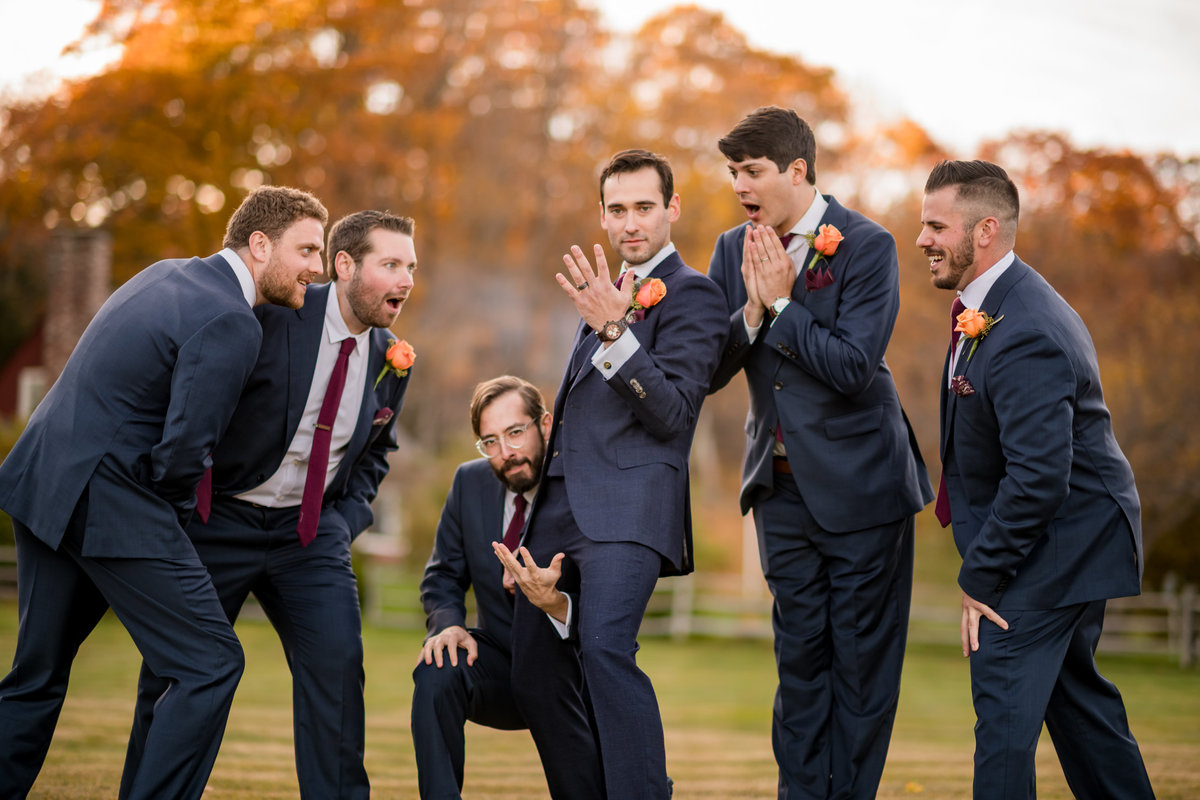 groom funny pose with groomsmen