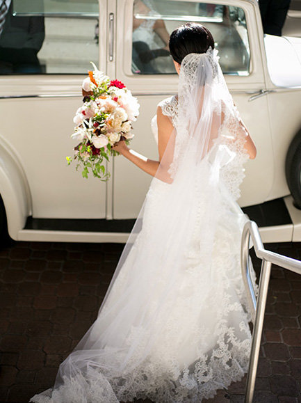 miami bride leaving in a car
