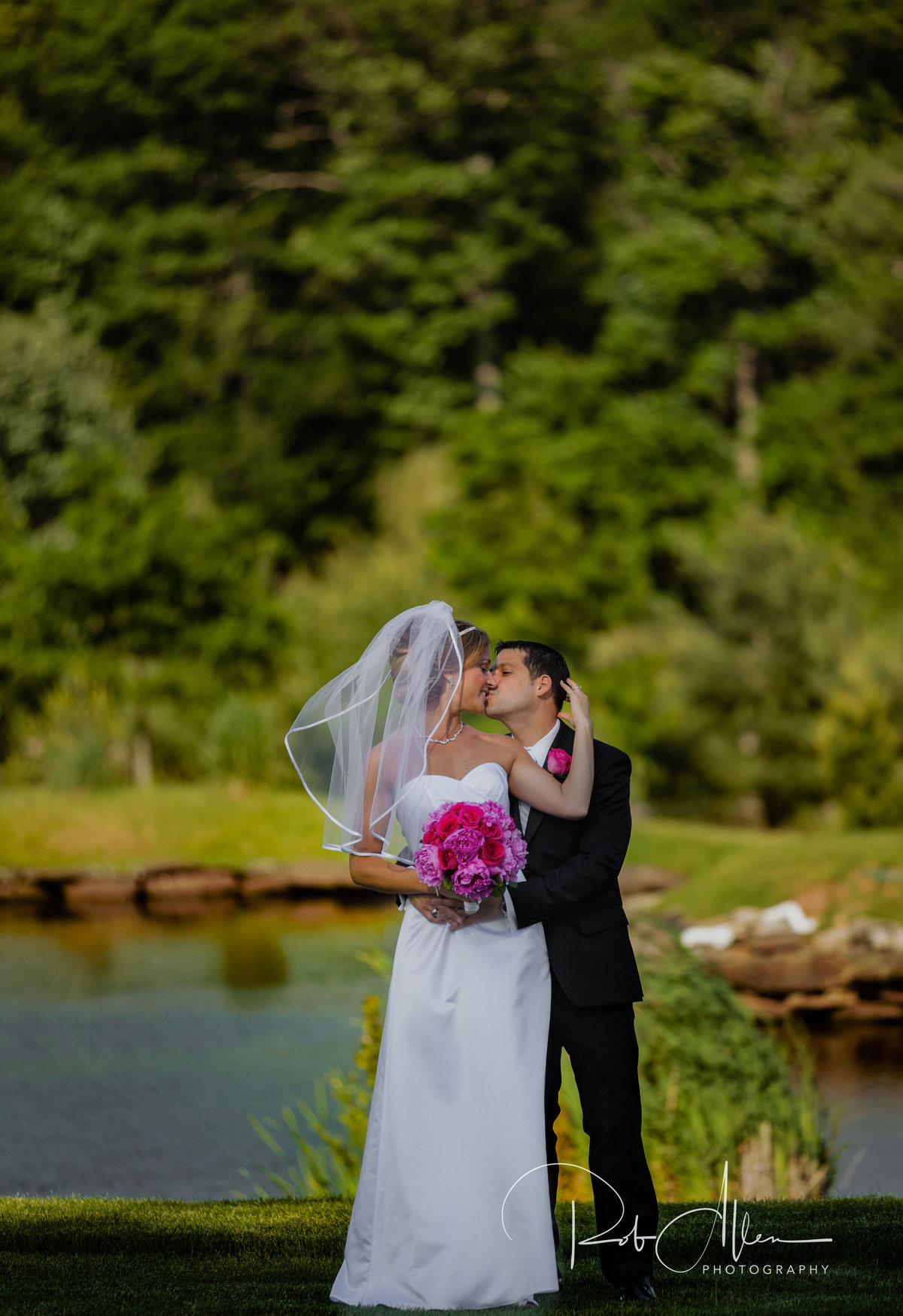 roballenphotography-bride-groom-portrait-session-lake