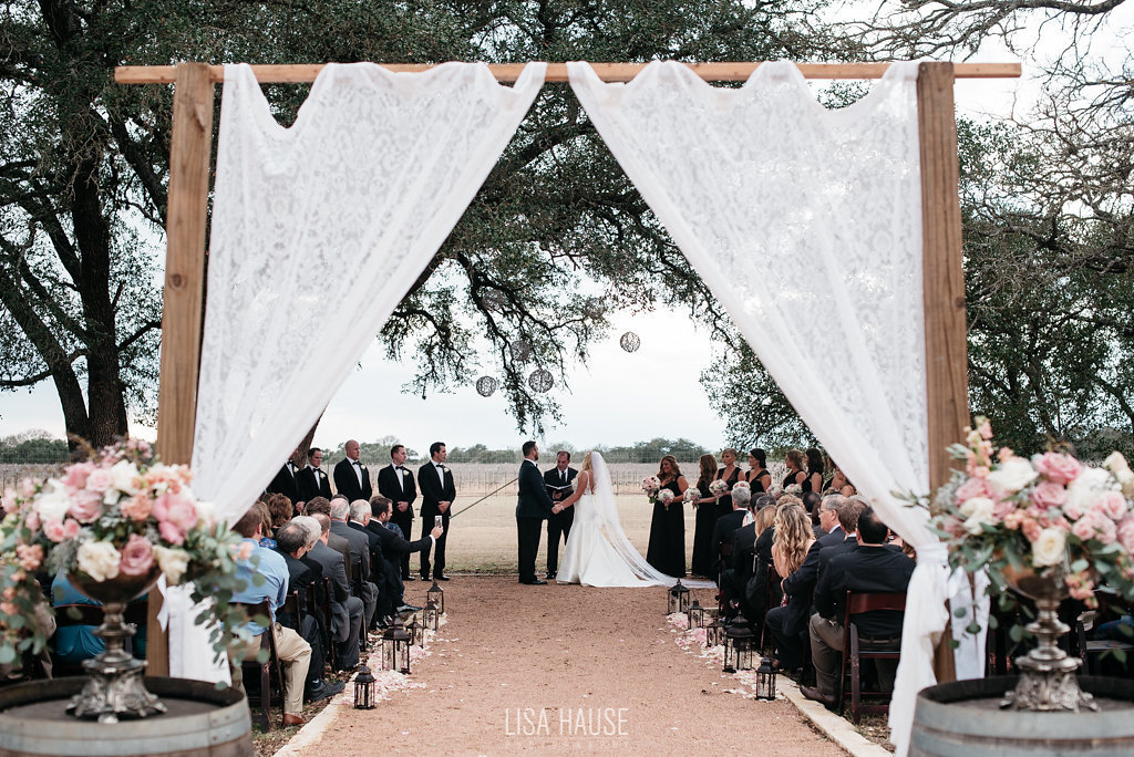 duchmanwinery_thelineymoon_lisahause_austinwedding_091