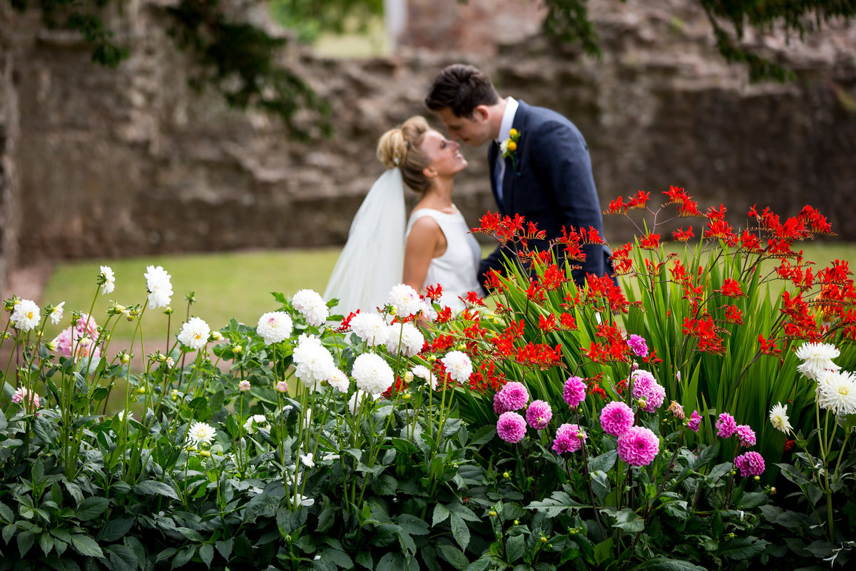 wedding photographer in torquay at torre abbey