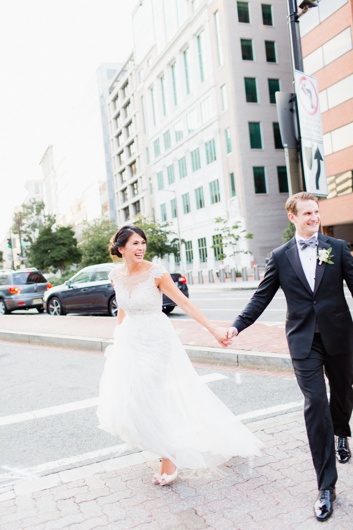 25_unposed_city_wedding_portrait