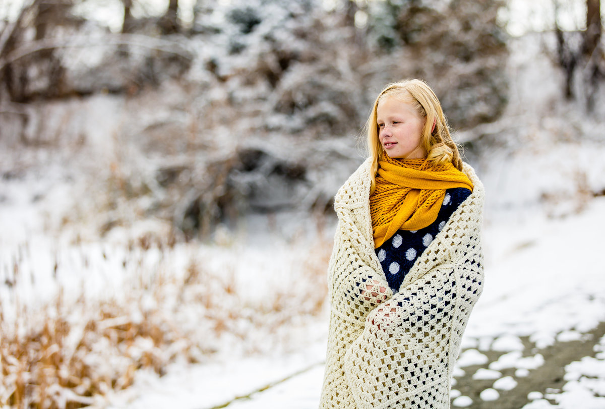 girlinsnowyellowscarf