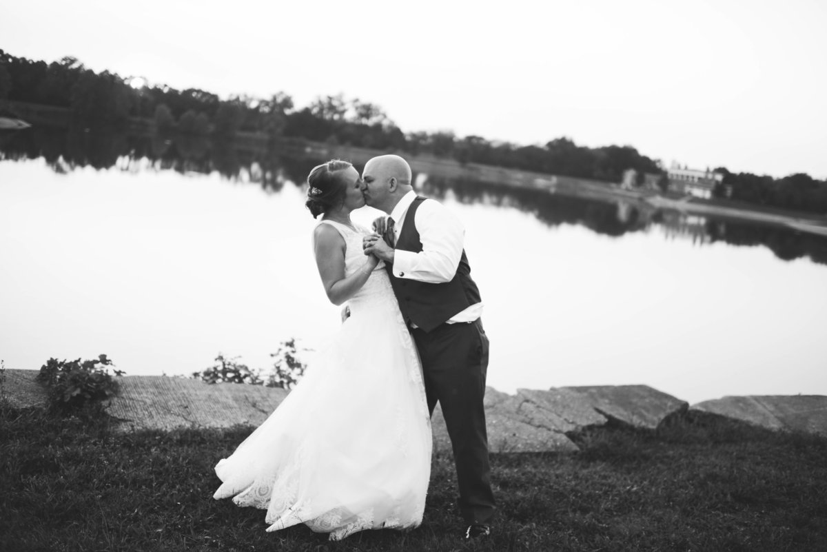 Lake Lyndsay Wedding Photographer