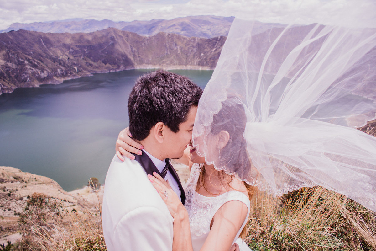 elopement-at-quilotoa-ecuador-destination-photographer-planning-my-wedding