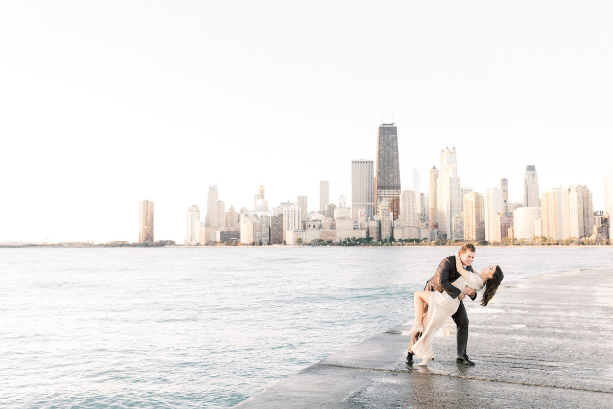 TiffaneyChildsPhotography-ChicagoWeddingPhotographer-Frankie+Brian-NorthAvenueBeach&RiverwalkEngagementSession-27