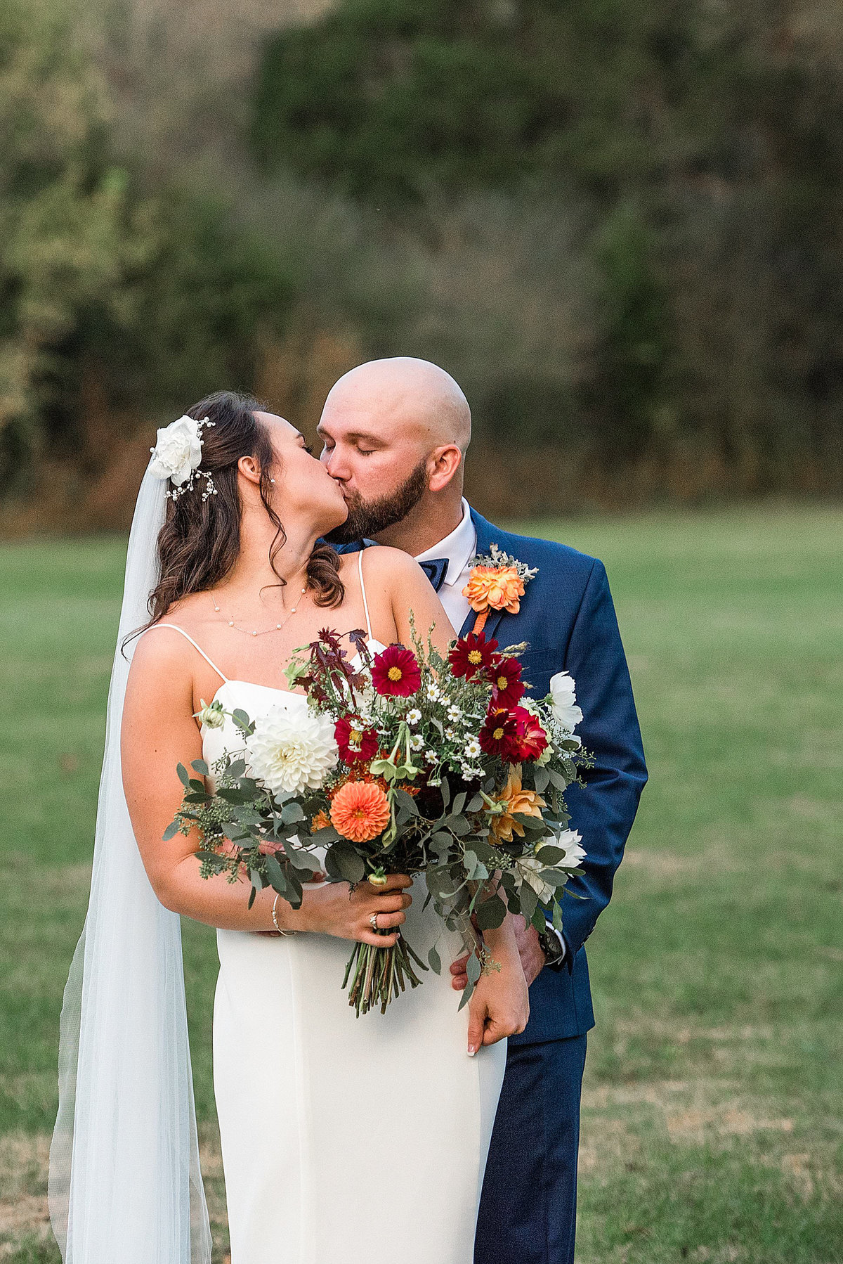wedding-kiss-murfreesboro-tennessee