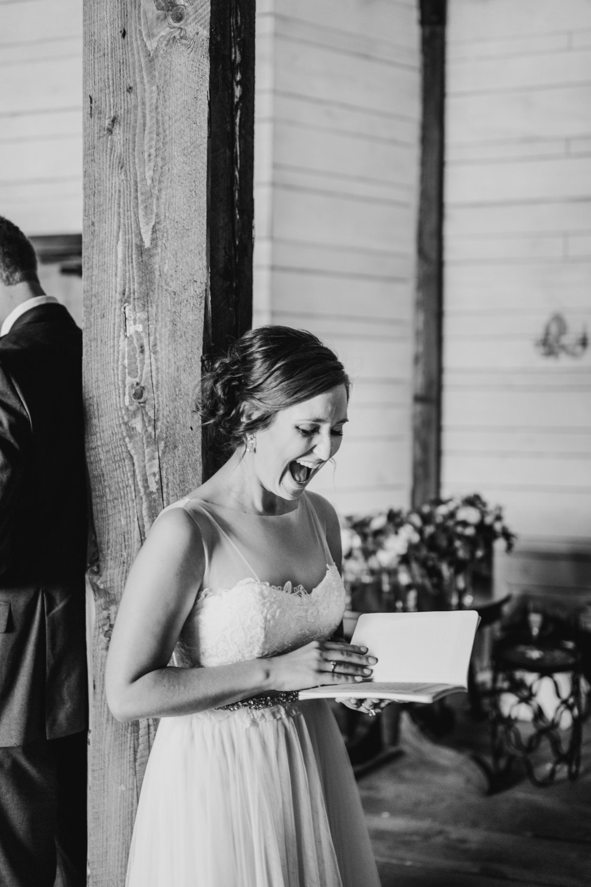 Alexa-Vossler-Photo_Dallas-Wedding-Photographer_North-Texas-Wedding-Photographer_Stephanie-Chase-Wedding-at-Morgan-Creek-Barn-Aubrey-Texas_59