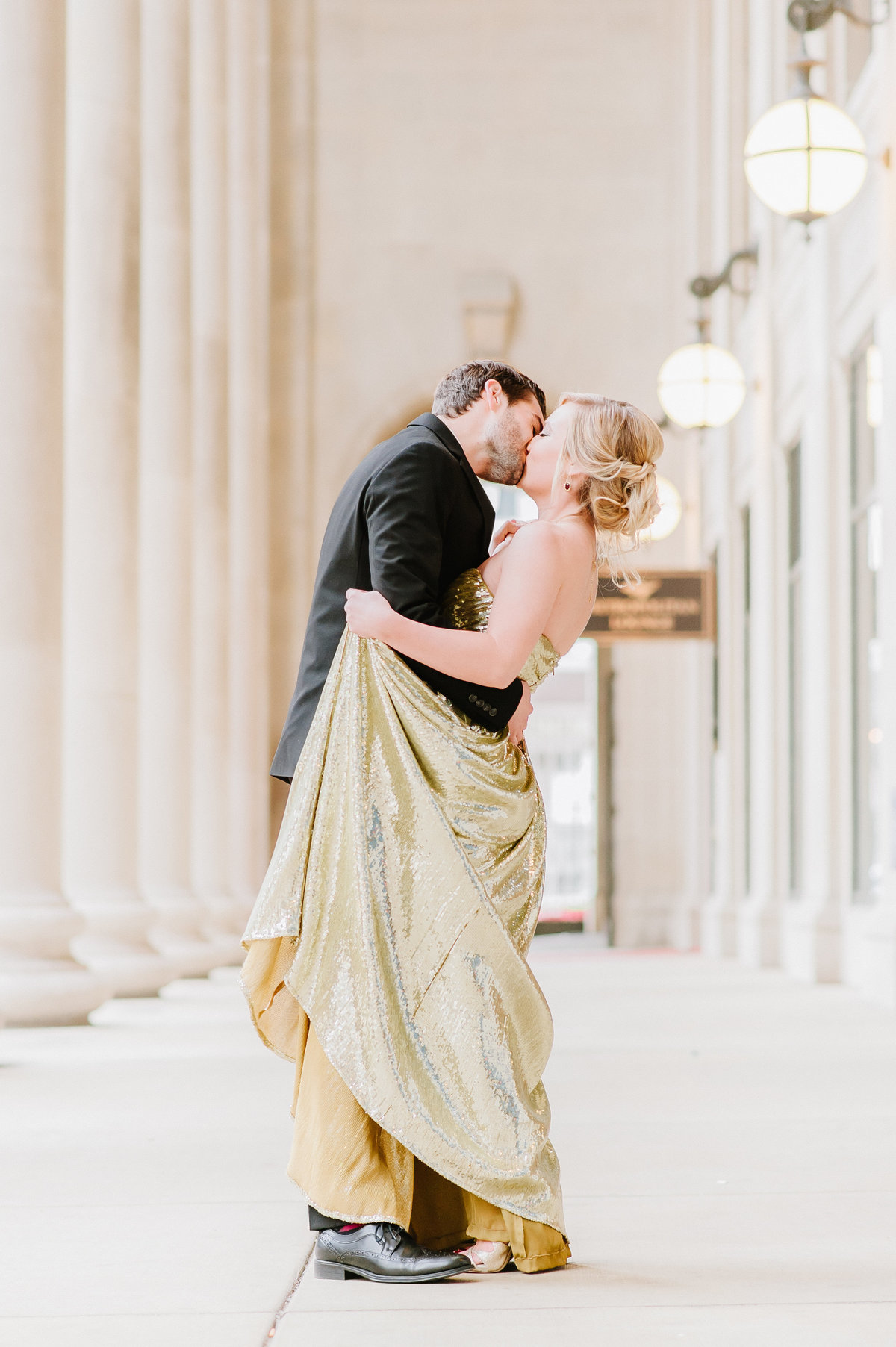 chicago-union-station-engagement-gold-badgley-mischka-rent-the-runway-photo-3