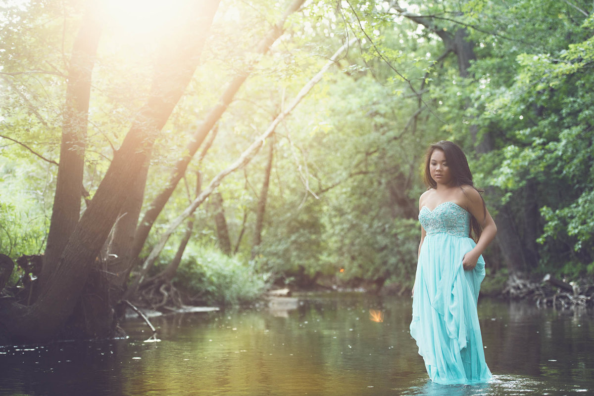 whimsical field and river senior pictures in Minnesota photographer-6