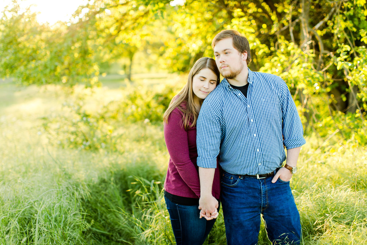 engagement-session-at-whitehall-manor-in-bluemont-virginia-emily-sacra-photography-46