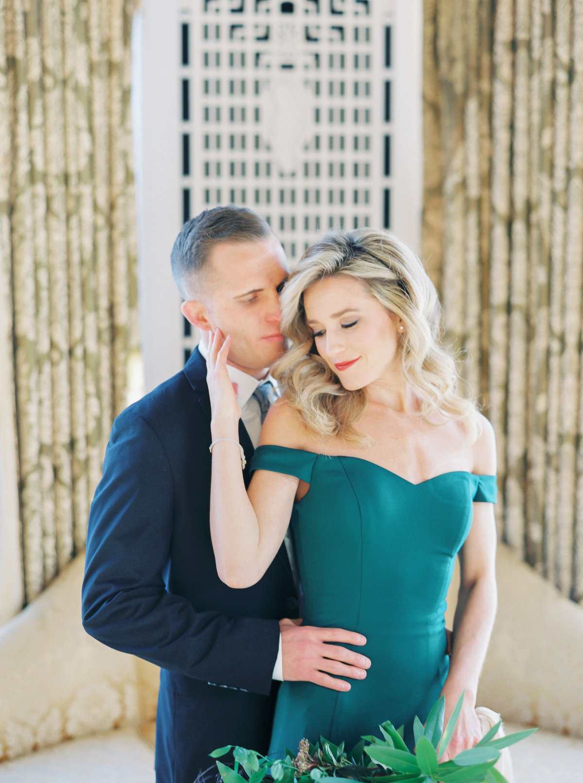 TiffaneyChildsPhotography-ChicagoWeddingPhotographer-Caitlin+Devin-CuneoMansionEngagementSession-214