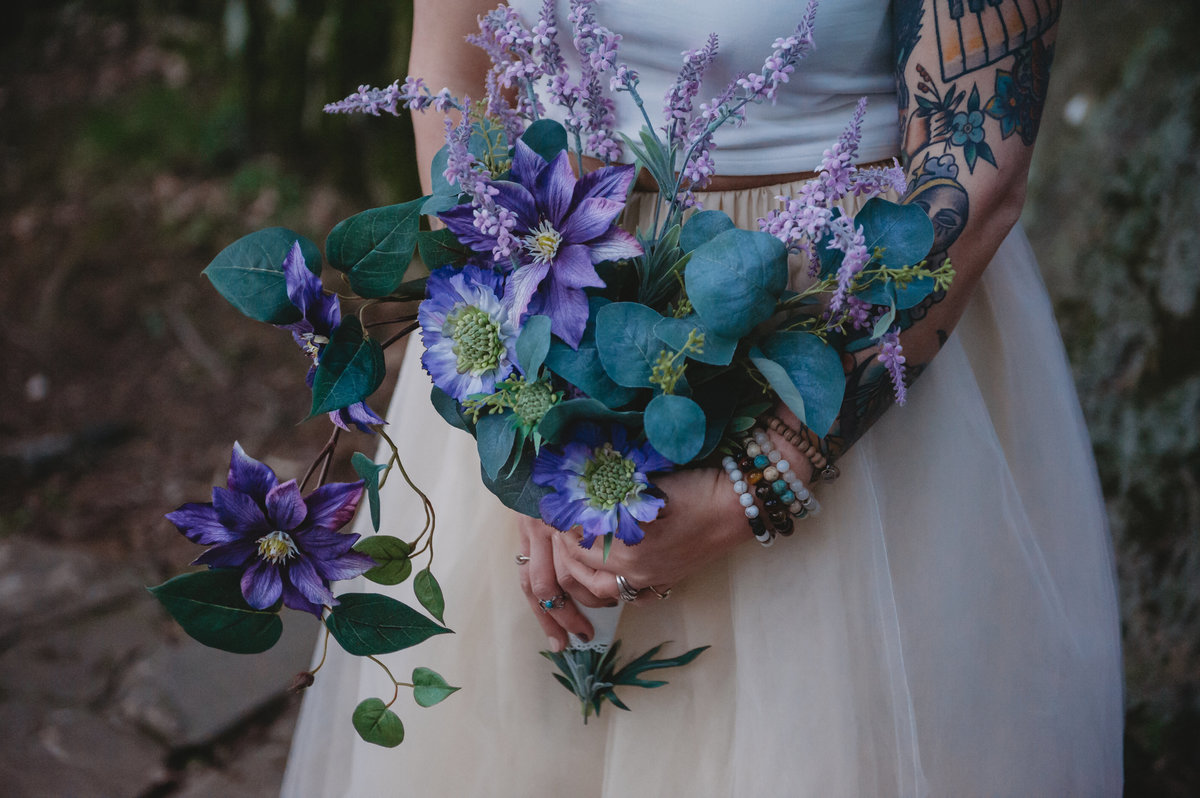 wedding bouquet shawnee national forest elopement