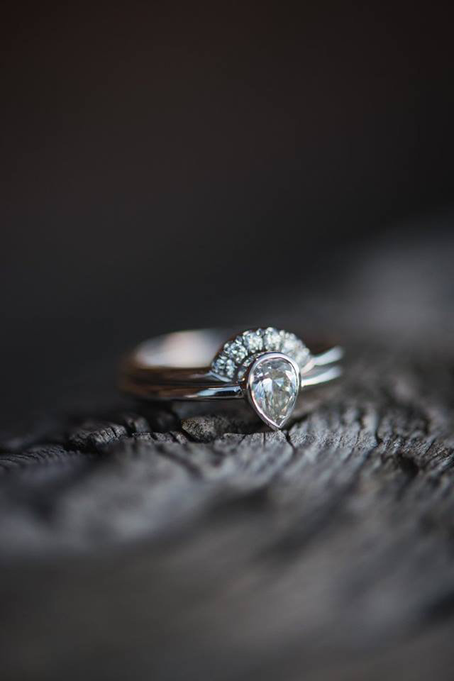 Granby-colorado-strawberry-creek-ranch-hipster-mountain-wedding-diamond-ring