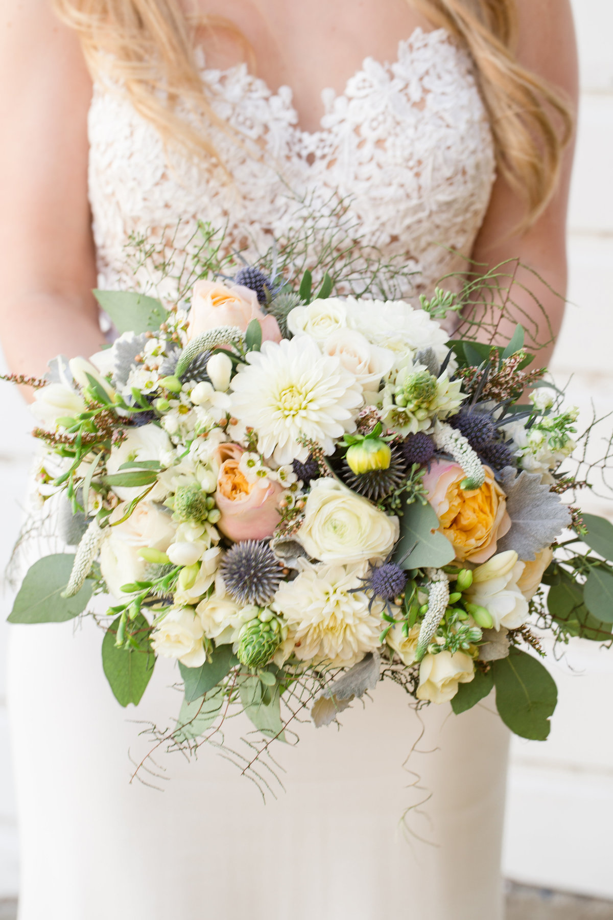 Ottawa-Wedding-Photographer-bride-flowers-bouquet-photo