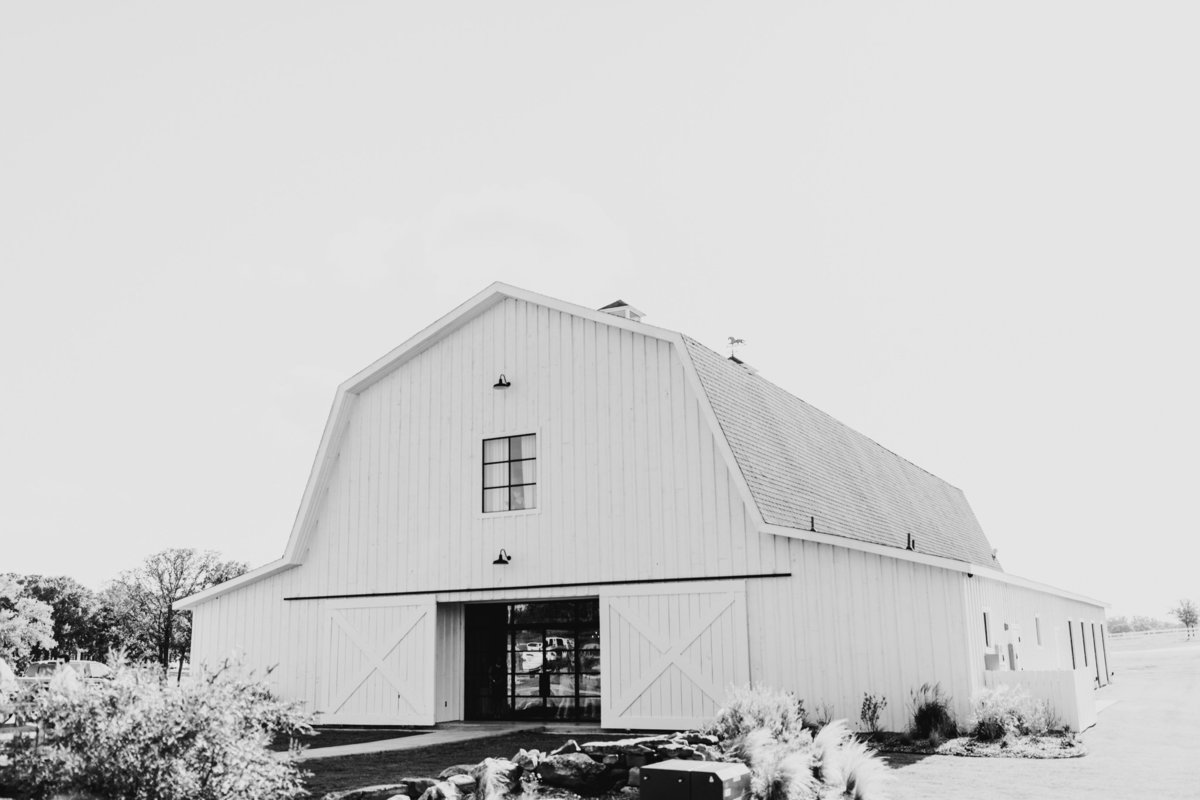 Alexa-Vossler-Photo_Dallas-Wedding-Photographer_North-Texas-Wedding-Photographer_Stephanie-Chase-Wedding-at-Morgan-Creek-Barn-Aubrey-Texas_51