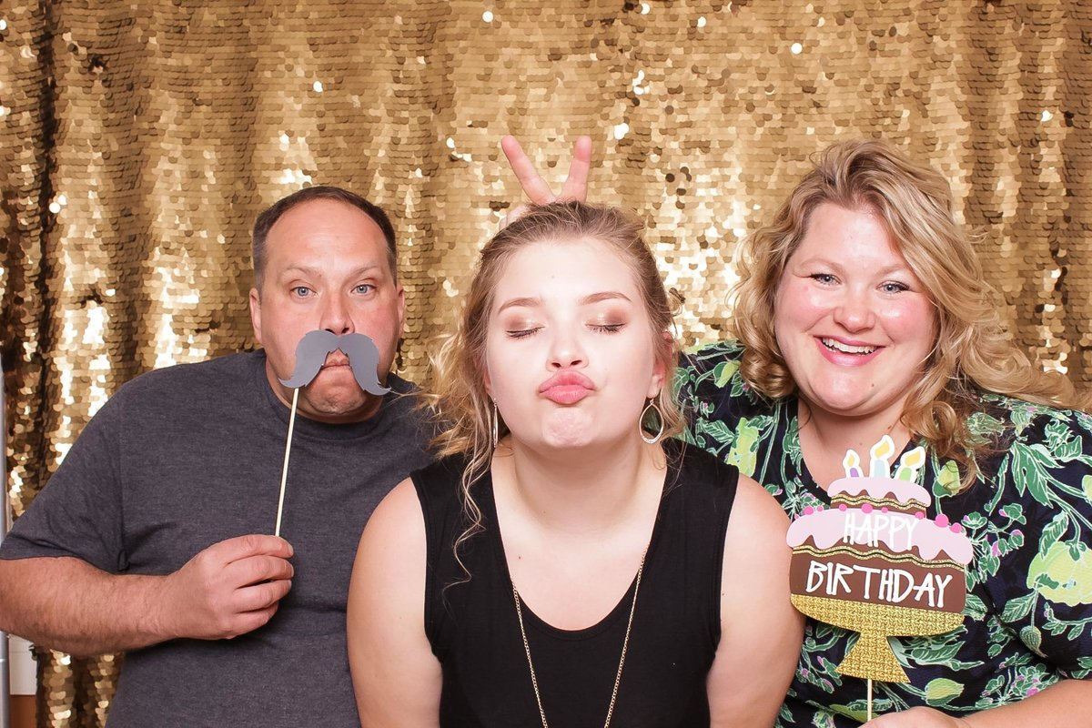 cat's-meow-photo-booth-astoria-oregon