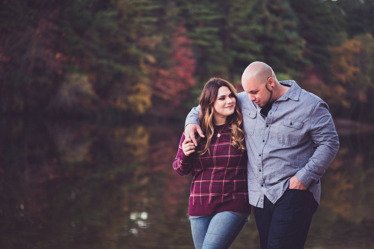 autumn engagement photos in massachusetts