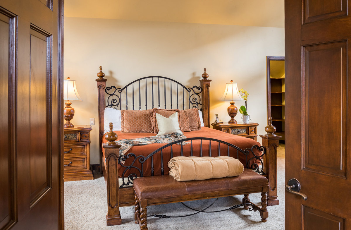 1465_greenhill_ct_b_interior_master_bed