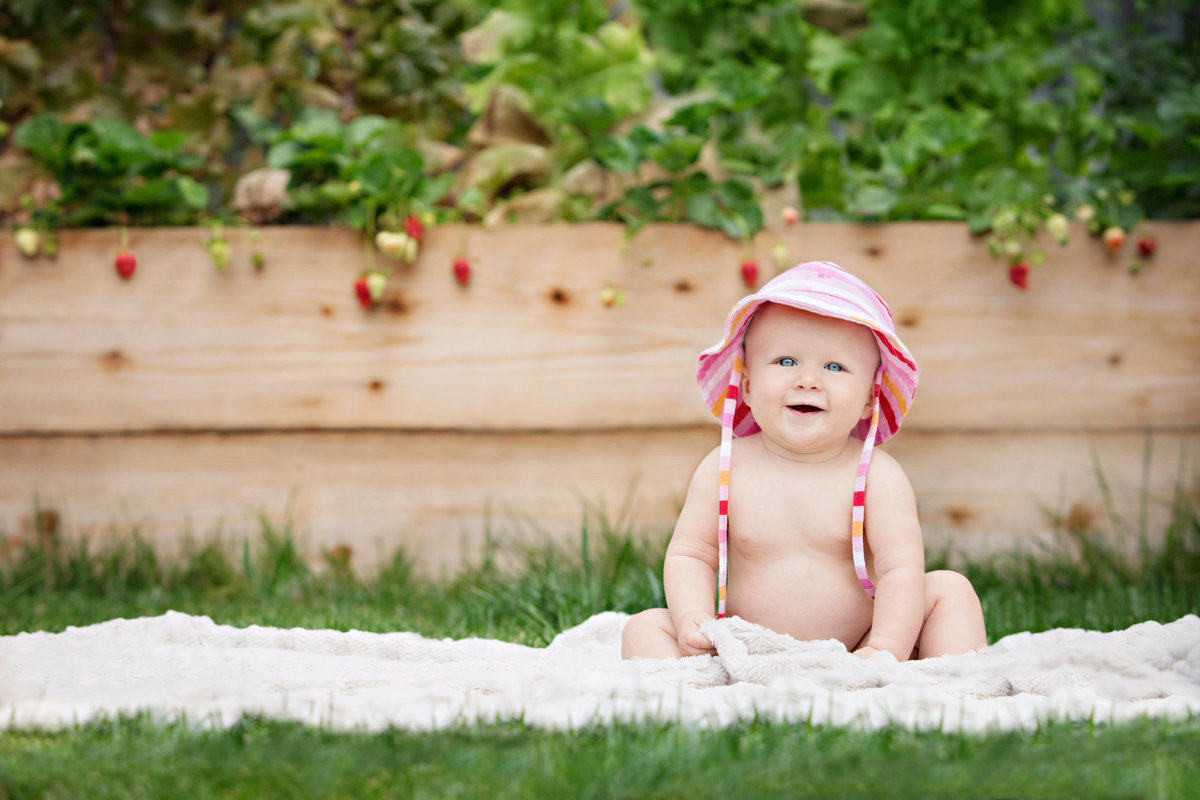 Baby, Strawberries, Baby Photographer, Jennifer Baciocco Photography