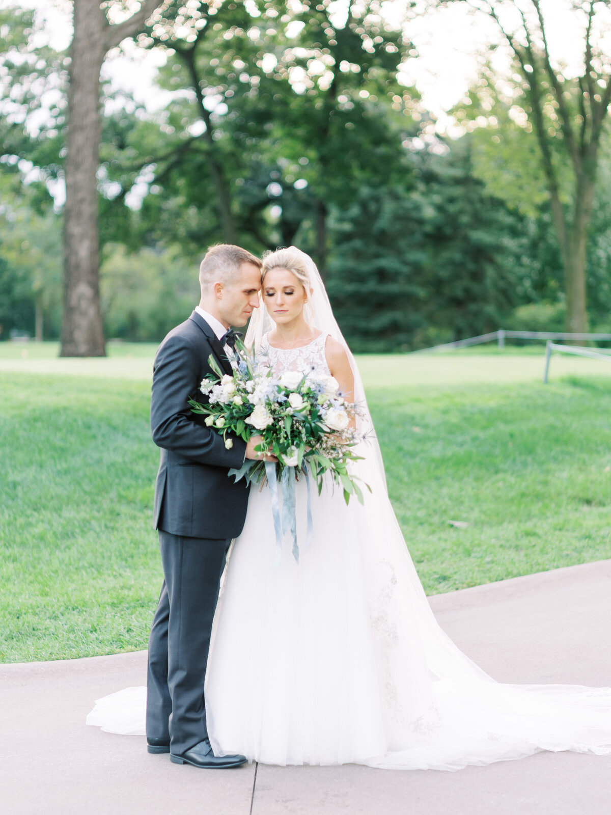 TiffaneyChildsPhotography-ChicagoWeddingPhotographer-Caitlin+Devin-MedinahCountryClubWedding-BridalPortraits-43