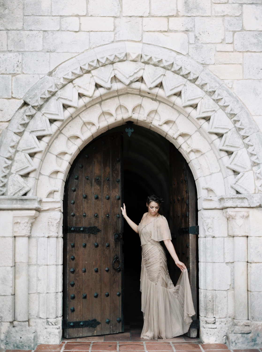ancient-spanish-monastery-ethereal-lavender-editorial-melanie-gabrielle-photography-040