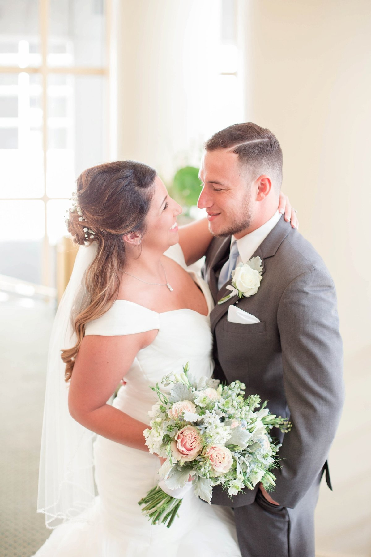 Baby Powder Blue and Blush Summer Park Inn Wedding with First Look by Toledo and Detroit Based Wedding Photographers Kent & Stephanie Photography_0985