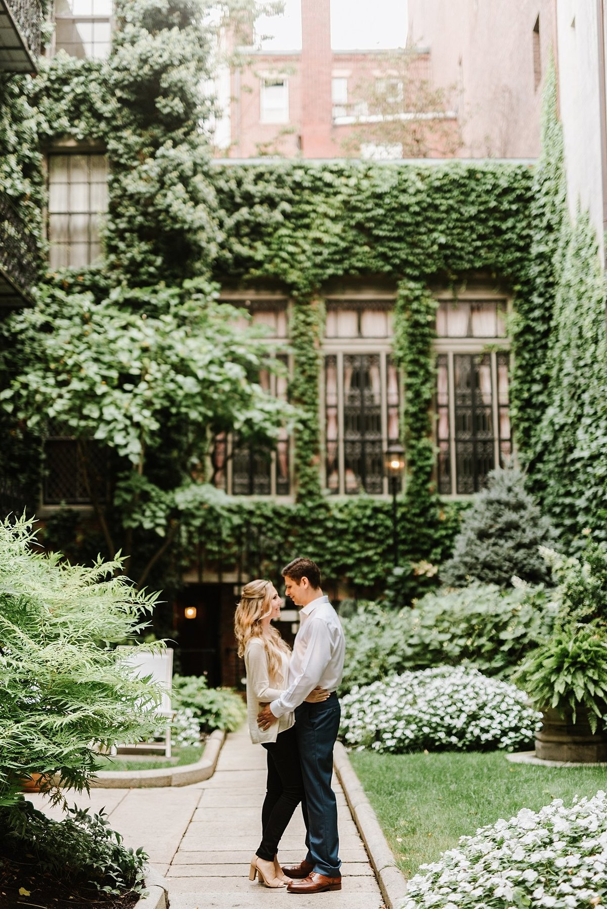 boston-public-garden-beacon-hill-boston-wedding-photographer-engagement-photo_0019