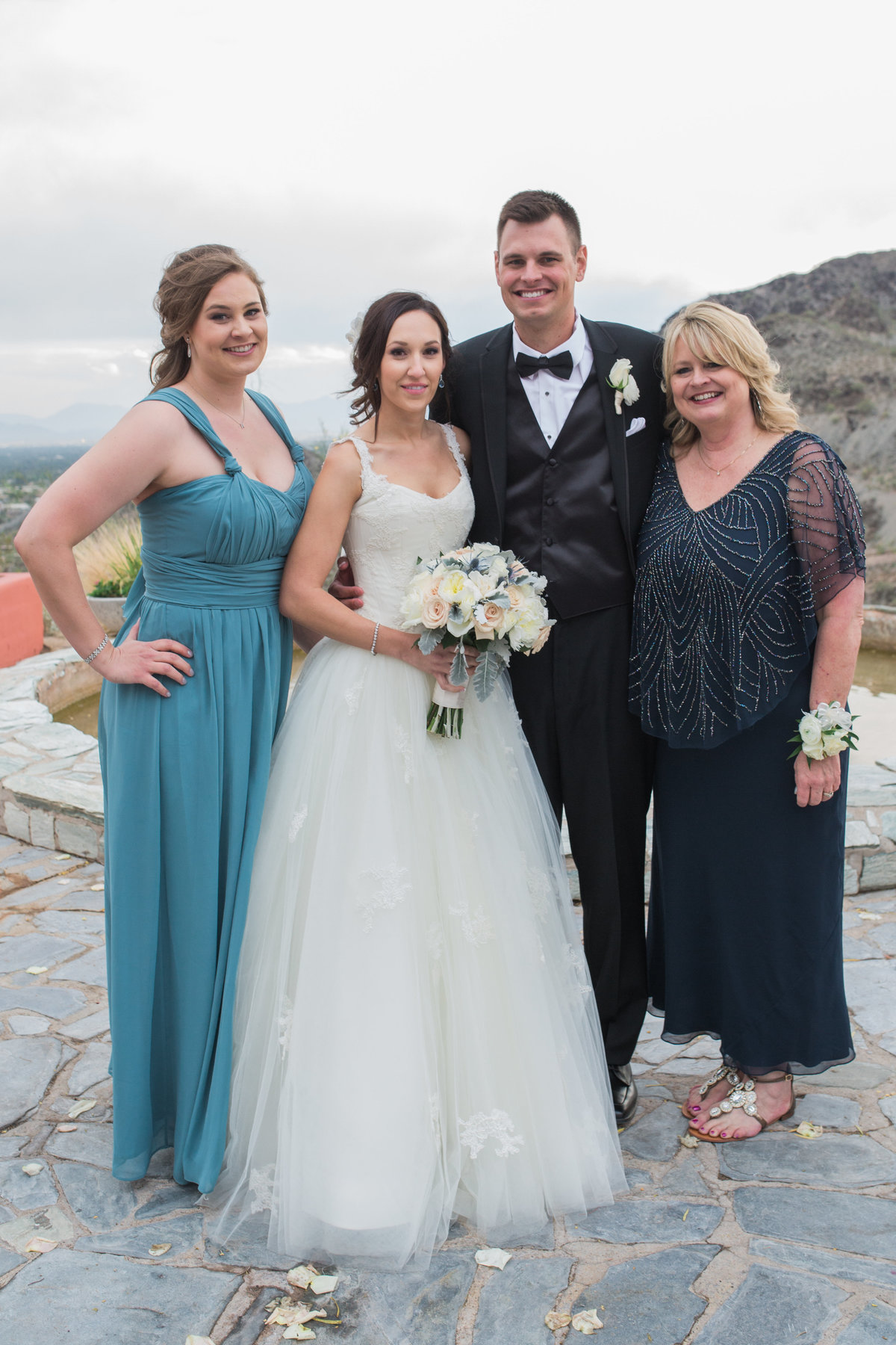 Keely_FJ_2331Tapatio_Cliff_Pointe_Hilton_Different_Pointe_Of_View_Wedding