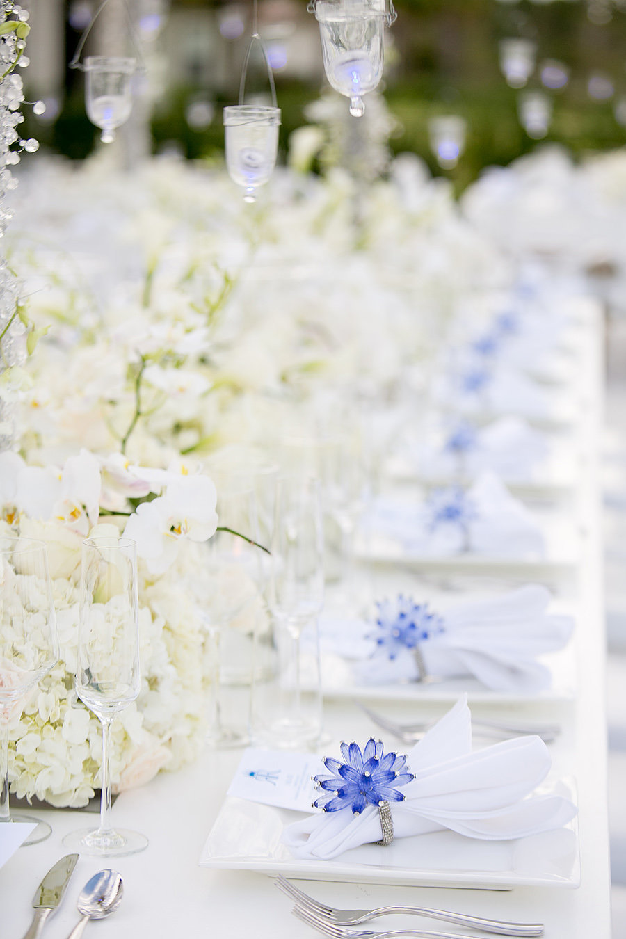 jupiter wedding with blue and white details