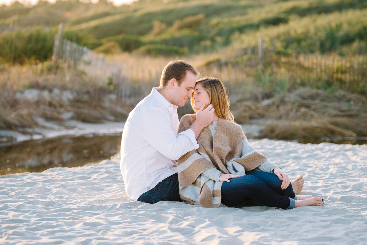 Charleston Engagement Photography | Engagement Pictures and pose ideas for romantic sessions | Charleston top Wedding Photographers | Myrtle Beach Photography Studio