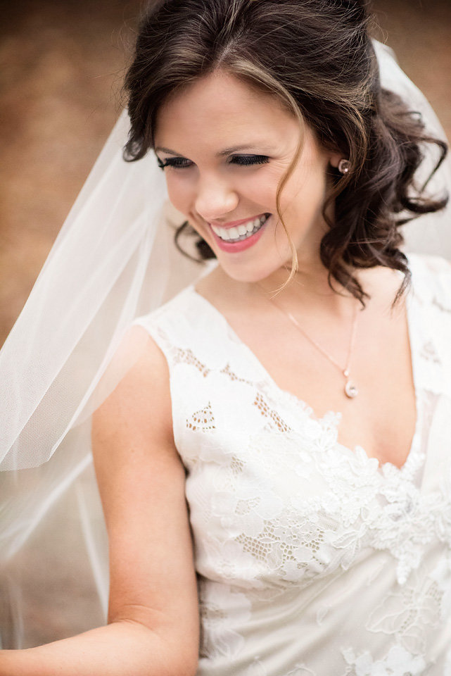 bridal_portrait_laughing_bride_happy